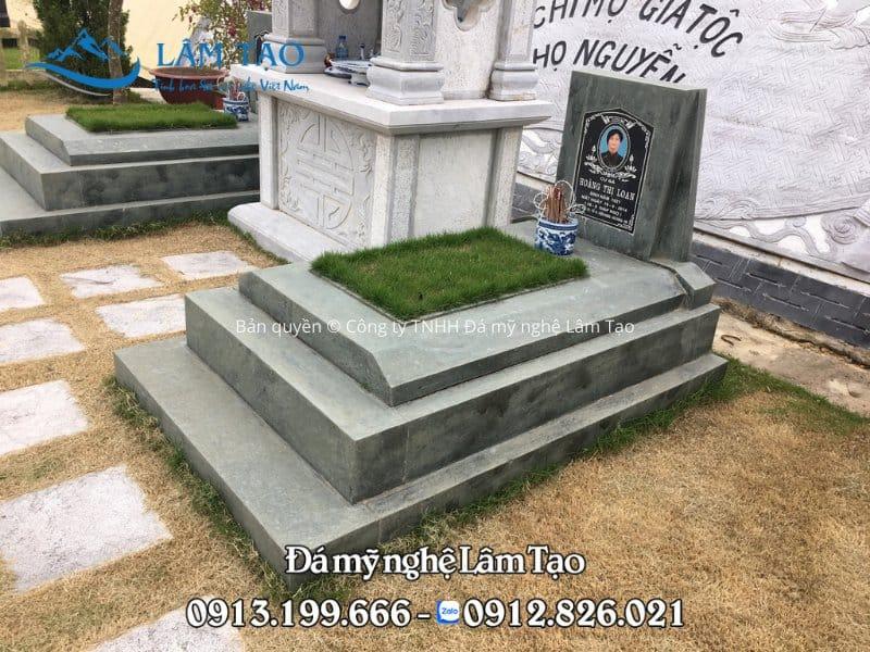 Mẫu mộ đá đơn giản đẹp làm bằng đá xanh rêu tự nhiên nguyên khối
