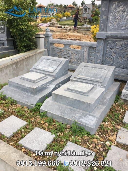 2 ngôi lăng mộ đá đơn giản để chờ, làm bằng đá xanh Thanh Thanh Hóa kích thước 81x127 cm chuẩn phong thủy