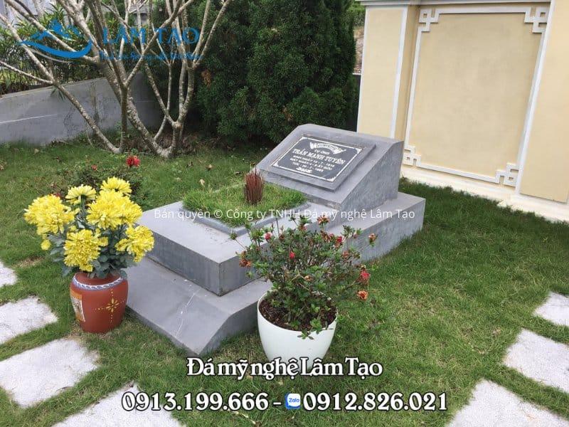 Mẫu lăng mộ đá đẹp đơn giản, làm bằng đá xanh đen nguyên khối tại Ninh Bình