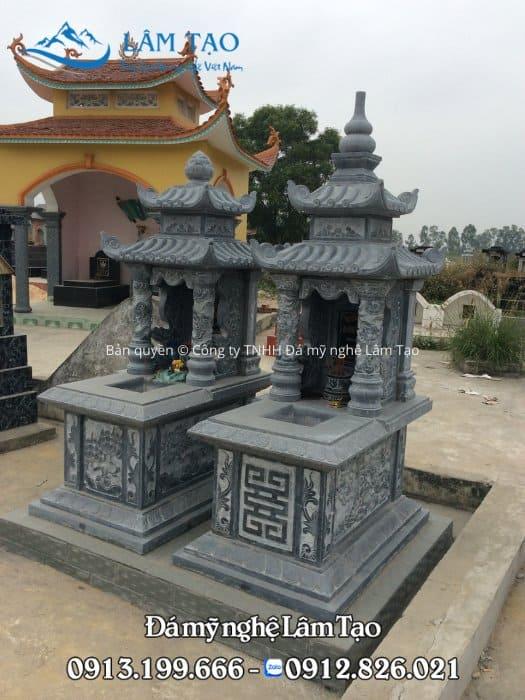 Mẫu mộ 2 mái đẹp bằng đá xanh tự nhiên, được làm cho 2 cụ ông, bà nhà chú Tính lắp đặt tại tỉnh Hà Tĩnh