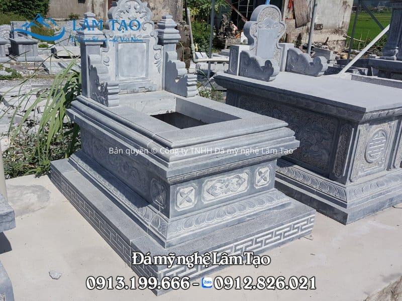 Mẫu lăng mộ Tam Sơn, xây dựng để chờ sẵn nên chưa gắn bia, thiết kế đường nét sắc sảo, cứng rắn và sang trọng