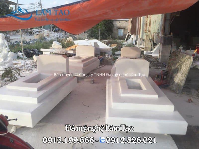 Mộ Tam Sơn bằng đá trắng tự nhiên nguyên khối, chế tác đơn giản tại Ninh Bình