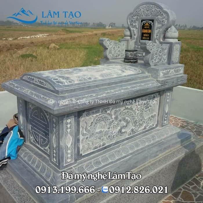 Mộ đá Tam Sơn đẹp, chạm hoa văn rồng phượng, nắp được làm cong hình mái vòm vô cùng tinh tế và đẳng cấp
