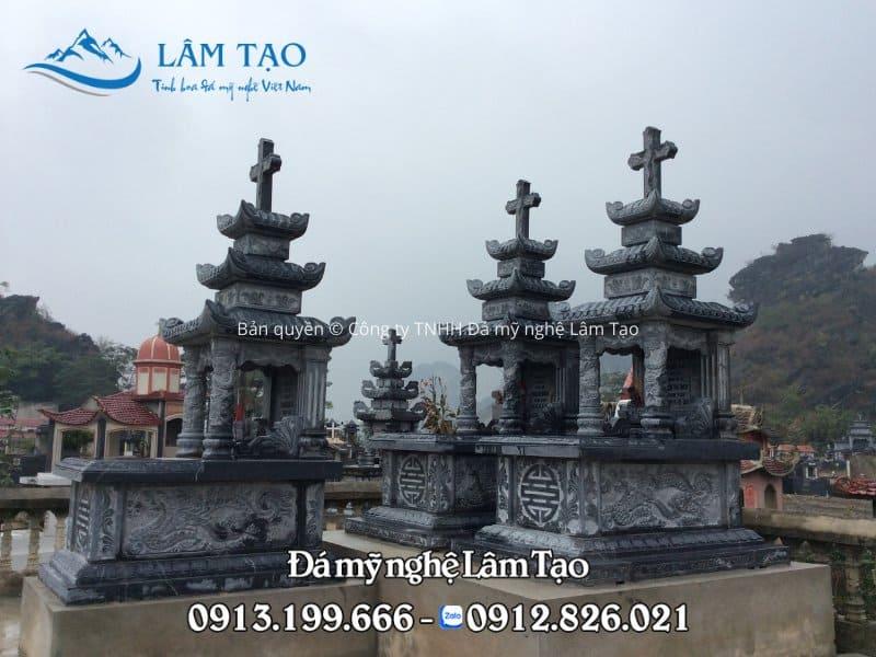 Mẫu mộ công giáo ba mái với thiết kế giống mộ Tam Sơn với biểu tượng cây thánh giá hình chữ thập ở trên mái giúp chúng ta phân biệt được đây là những ngôi mộ công giáo từ xa