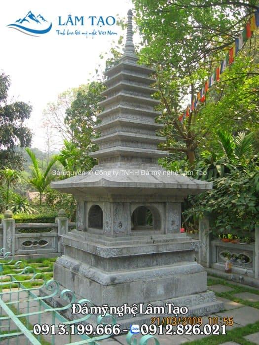 Ngôi mộ tháp đẹp độc đáo với phần mái dược làm cao có nhiều mái ở trên