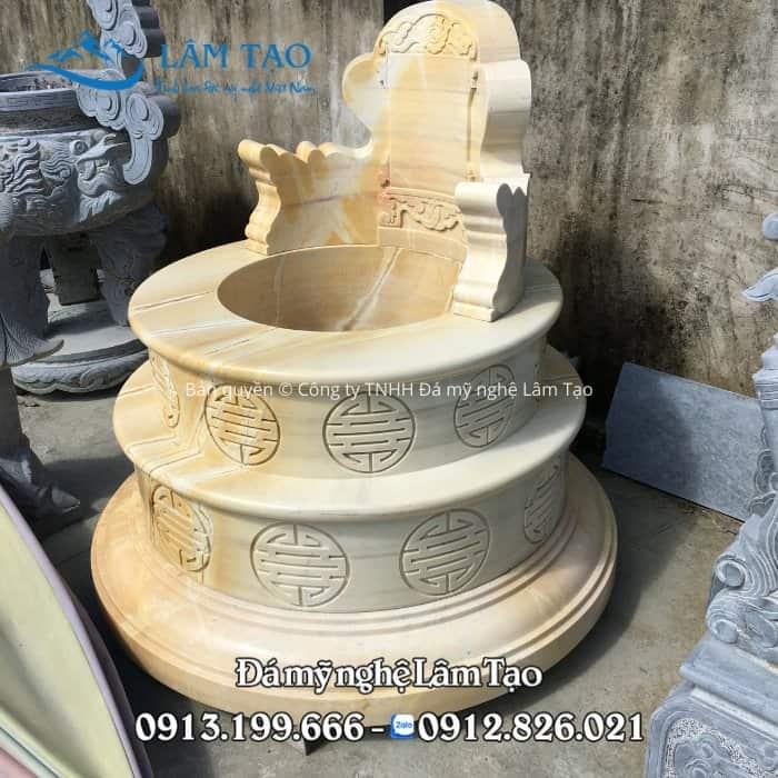 Mẫu mộ tròn bằng đá vàng cực kỳ đẹp và sang trọng, thiết kế tinh sảo với 3 tầng và phần bia tam sơn ở phía trên cùng