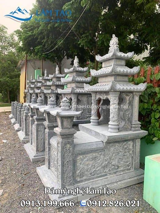 mộ đá ba mái đá xanh rêu