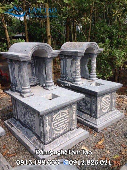 Ngôi mộ một mái đá hình vòm tạo đường nét mềm mại cho thẩm mỹ tổng quan của toàn thể ngôi mộ