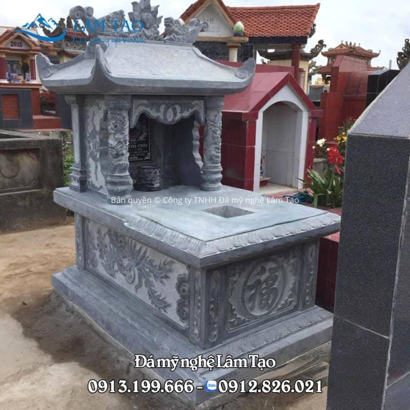 Thân mộ một mái được chạm khắc những hoa văn đẹp, sắc nét tạo điểm nhấn và tăng tính thẩm mỹ tạo ra những nét đẹp trong văn hóa người Việt và phong thủy mộ phần