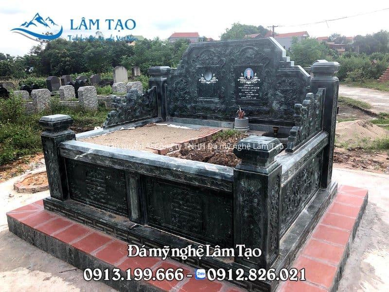 Mẫu mộ đá đôi Tam Sơn được làm bằng đá xanh rêu cao cấp và phủ một lớp sơn bóng bên ngoài
