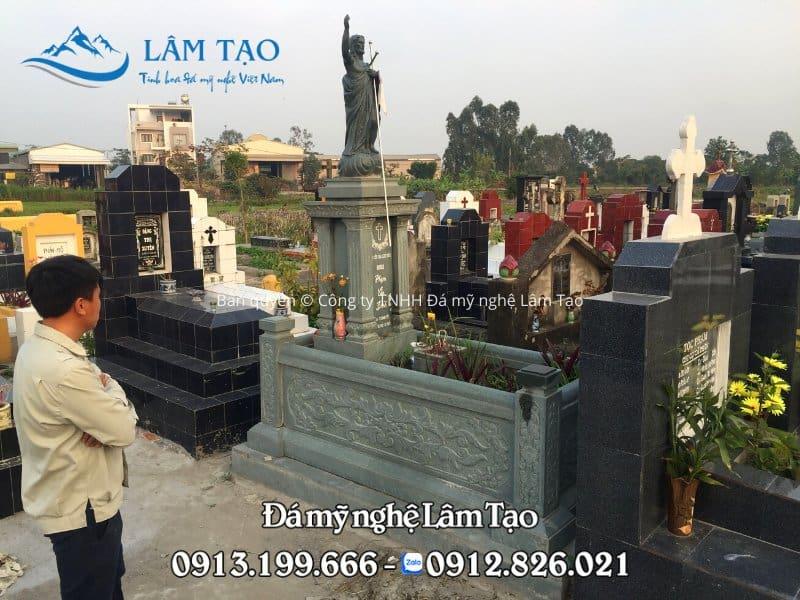 Mẫu mộ công giáo bằng đá xanh rêu cao cấp được Đá mỹ nghệ thiết kế, thi công và lắp đặt hoàn thiện cho khách hàng đặt hàng Online