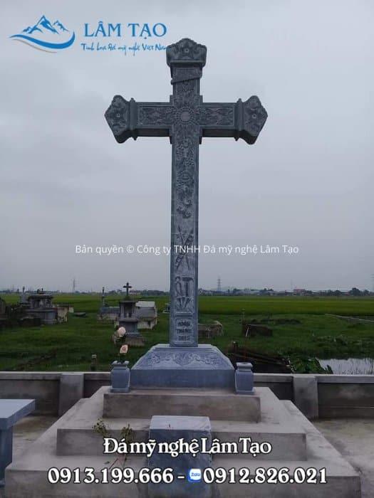 Hình ảnh cây Thánh Giá không thể thiếu trên mỗi ngôi mộ