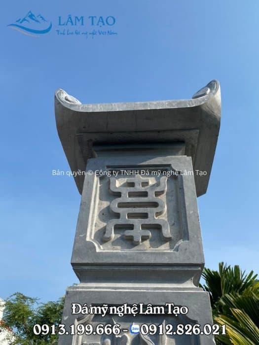 Đầu cột bằng đá xanh được làm kiên cố và chắc chắn